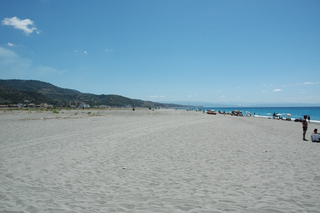 Spiaggia vita verso sud / Beach view towards south