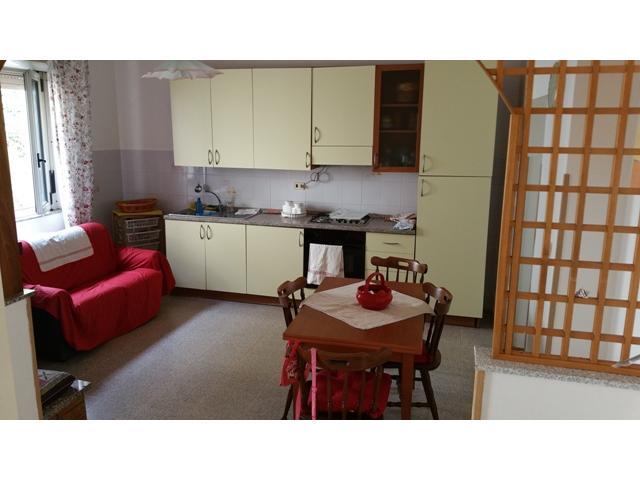 Cucina abitabile con divano